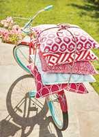 – Med kolleksjonen Calypso fra Thibaut har du mulighet til å sprite opp uteområdet. Tekstilene skaper liv og et personlig preg, sier Jannicke Sveen hos INTAG.