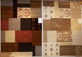 Både en ny og gammel trend - lappetepper (patchwork) med ulike mønstringer slik de satte sammen tekstiler i gamledager. Her er det brukt både ren ny ull, twistet ull og silkeinnslag.
