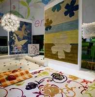 Store mønstre også på tepper - i likhet med tekstiler og tapet.