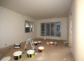 Stuen som modul gjøres ferdig med sparkling, grunning og toppstrøk.