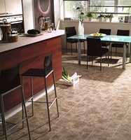 Kjøkken med mønster som keramisk flis. (Fra Polyflor)