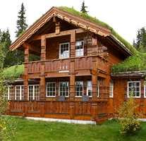 Standsmessig i flere etasjer - tradisjonell stil og materialbruk fra hytteprodusenten Buer i Bø i Telemark.