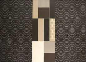 Fliser i sort- og mokkatoner. De bølgete mønstre er trend nå også på tapet. (Fra Marazzi og Storeys)
