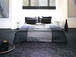 En helhetlig løsning på soverom. Vinylgulvet er blomstermønstret. (Fra Tarkett)