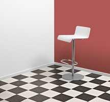 Rutemønster i den klassiske sort-hvit-kombinasjonen. (Novilon fra Forbo)