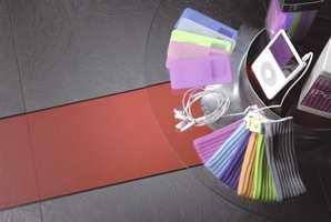 Vinyl benyttet i offentlig miljø, som her med kreativ mønsterlegging i en forretning. (ID Moduline fra Tarkett)