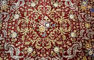 Tradisjonelt er kinesiske tepper preget av ornamenter og motiver hentet fra naturen.
