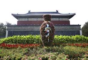 Kina på vei inn i den moderne tid - mot de olympiske leker i Beijing i 2008.