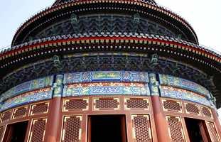 Det er tradisjon i Kina med avanserte mønstre og en rik fargesetting.