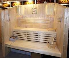Badstue fra Tylö med benker i løvtre (osp), som ikke inneholder kvist og dermed ikke kvae. Badstuen er stort sett det eneste stedet hvor du ikke skal behandle treverket grunnet varmen.