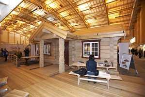 Sibirsk Lerk AS oppførte hele hytteanlegget i hallen. Sibirsk Lerk er den motstandsdyktige tresort. Tømmeret er hentet fra de russiske skoger av trær som kan bli opptil 40 meter høyt og én meter i diameter.