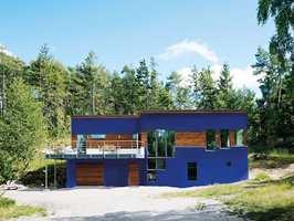 <b>BLÅTT:</b> Farget i blått markeres formen og huset blir et friskt blikkfang. Bildet er fargemanipulert.