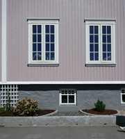 <b>LILLA:</b> Fargen blir annerledes på husveggen enn på fargekartet. En lys grå kan bli lilla.