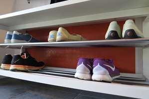 <b>BESKYTT SKOSONEN:</b> Med gummifliser på veggen slipper du at skitne sko setter merker.