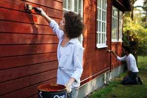 VÆARAVHENGING AKTIVITET: Et godt maleresultat ute er avhengig av riktige værforhold. Overflaten du skal male må være tørr, og det må være varmt nok til at malingen tørker.