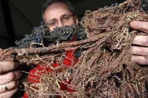 Garnet skilles fra teppeflisens bunn og brukes om igjen til nye fliser.