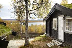 Tre år med iherdig egeninnsats har gjort den gamle hytta nesten ugjenkjennelig, i all sin nyoppussede prakt.