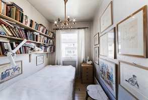 <b> FØR: </b>Et lite rom med mange ting... (Foto: Creative Living)