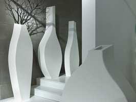 TON-serien som består av fire vaser i str. 119 - 179cm, som kan leveres i ønsket Pantone-farge.