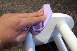 <b>TØRK:</b> Fjern pussestøv med en tørr mikrofiberklut.