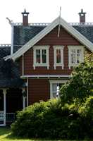 Oker, rødt og grønt er mer vanlige husfarger. (Foto: CH Visitnorway.com)