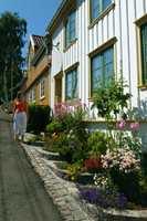 Okergult og hvitt er husfarger som har vært populære lenge. (Foto: Nancy Bundt/Visitnorway.com)