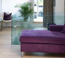 En glassflate øker transparensen i rommet, og sprer lyset fint.
