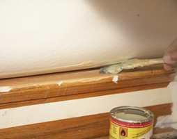 Teppeleggeren valgte å lime teppeunderlaget til trappekanten for best mulig sikkerhet.