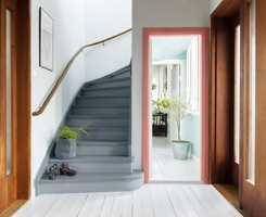 <b>VELKOMST:</b> En nymalt trapp gjør stas på inngangspartiet.