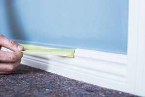 <b>MED EN GANG:</b> Fjern teipen når malingen fremdeles er våt.