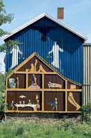 I 1996 malte Håkon Bleken og Håkon Gullvåg dette bildet på avtrykket av et revet hus på en gjenlevende gavl. Dermed gjorde de huset bevaringsverdig.