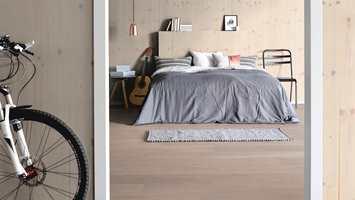 <b>MODERNE:</b> Ferdige veggplater i tre bringer naturen inn i hjemmet! Smartpanel Wood kommer både ferdigbeiset i ulike farger og ubehandlet.