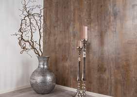 <b>KOPI:</b> Ferdigtapetserte veggplater med tapet som imiterer eikestrukturen gir raskt og enkelt en helt ny «look» i gangen.