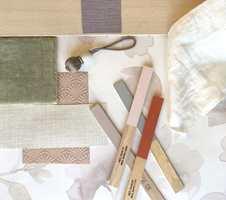 I et lyst og rolig tema passer det fint med lette tekstiler, myke tepper og lyst treverk.