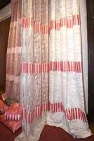 Danske tekstiler hvor minimalisme fortsatt gjelder. Det er benyttet ausbrenner-teknikk som gir en gjennomsiktelighet. (Intag)