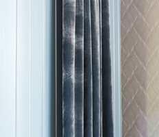Lunt og røft: Fargene strekker seg fra grått til lilla. Mørke farger, gjerne petroleum, er fremtredende.