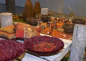 Klassisk: Høstens farger gir sitt bidrag til denne stilen som henter mange farger fra den røde del av skalaen. (Gave & Interiør-messen/Wolff Eksponeringsdesign)
