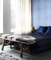 Den blå fargen fører tankene til himmel og hav. Tapet fra kolleksjonen Urban Funky, Storeys Wall.