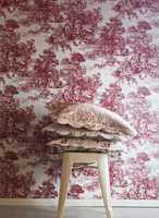 Mønstrene er ofte romantiske med fugler, blomster og blader.