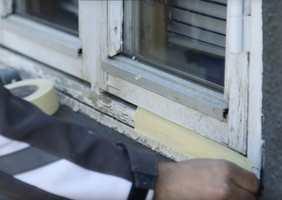 <b>TEIPTEST:</b> Sjekk om malingen følger med teipen når du drar den av.