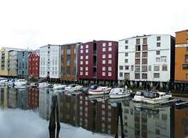 <b>BLANDET:</b> Nye og gamle brygger ved kanalen mellom Midtbyen og Brattøra.
