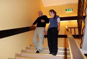 <b>TRÅSIKKER: </b>For eldre personer kan et fall få alvorlige konsekvenser. Trygge, sklihemmende gulv er en god måte å forebygge skader på. (Foto: Bamble kommune/CCflickr)