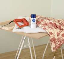 Til gavelen trenger du plate, skumgummi, dacronvatt, lim, stiftepistol og tekstil.