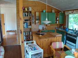 Fargene på kjøkkenet var noe utdaterte, og ønsket om et lysere rom hadde meldt seg.