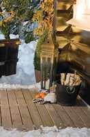 Måker og koster du unna snøen fra terrassegulvet, bør det være mulig å undersøke om terrassegulvet trenger vedlikehold.
