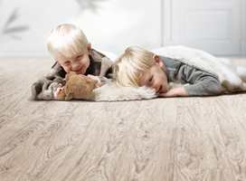 <b>NATURLIG:</b> Naturecore LLT er en innovasjon fra den tyske gulvprodusenten DLW, som er laget av nesten utelukkende naturmaterialer: linoleum, trefiber og kork. (Foto: DLW)