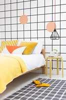 <b>UNIKT:</b> Få et unikt soverom ved å male ruter på veggen! Bryt gjerne opp med runde former. (Foto: Nordsjö)