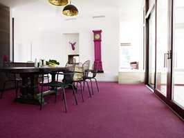 Den som steller godt med teppet, kan nyte det myke og behagelige gulvet lenge. Foto: Polyflor