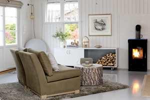Gule og brune flekker i en nymalt flate kan raskt ødelegge opplevelsen av nymalt panel eller tregulv. Før du maler – velg én av to enkle måter å isolere kvister og fargestoffer i treverket!