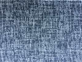 <b>TEPPE:</b> Også på gulvet kan det passe med blått. Her et teppe fra Danfloor med vinterlige blåtoner. (Foto: Danfloor)